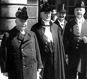 Arvid Lindman - Arvid Lindman (left) at the courtyard of Stockholm Palace as his second cabinet takes office in 1928.