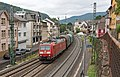 Assmannshausen DB 185 154 met een staaltrein (20564328936).jpg