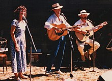 Munro (right) with Australian folk trio Tracey-Munro-Tracey in 1988