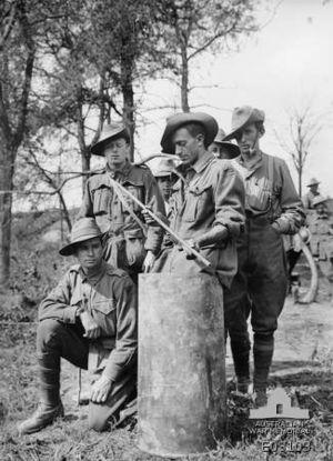 "38 cm SK L/45 ""Max"" - Australian troops with captured cartridge case near Chuignolles, August 1918"