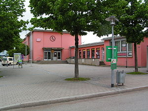 Freilassing station - View from the forecourt to the station building