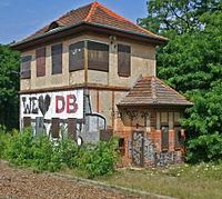 Bahnhof Wünsdorf-Waldstadt 01 Stellwerk Wn.JPG