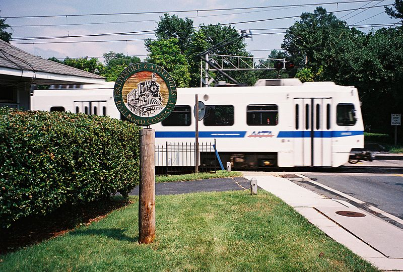 File:Baltimore Light Rail in Linthicum.jpg