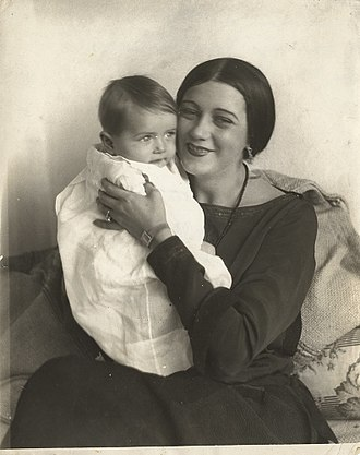 Barbara La Marr - Image: Barbara La Marr and son Marvin, 1922