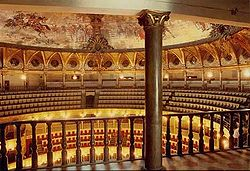 Interno del teatro Petruzzelli.