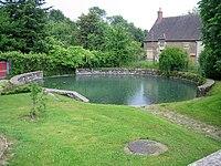 Bassin à proximité du lavoir de Colméry - randonnée de l'ESD 2009.JPG