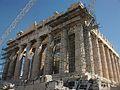 Bastides a la façana oest del Partenó.JPG