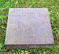 Berlin, Mitte, Invalidenfriedhof, Feld D, Grab Arthur von der Groeben, Restitutionsstein, 2004.jpg