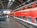 Berlin- Bahnhof Alexanderplatz- auf Bahnsteig zu Gleis 2- Richtung Westkreuz (S-Bahn) 9.8.2009.jpg