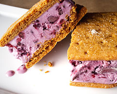 Blackberry ice cream sandwiches (7304587152).jpg