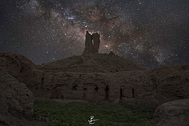 Borsippa Nimrud Castle with milk way.jpg
