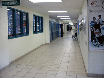 English: This is a hallway on the first floor.