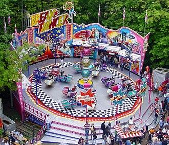 HUSS Park Attractions - Image: Breakdance Mueller Corny