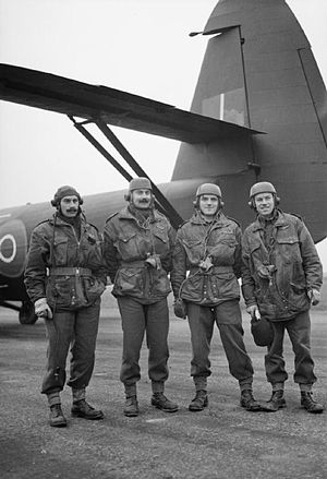 Glider Pilot Regiment - Men of the Glider Pilot Regiment pose with a Airspeed Horsa glider, November 1944
