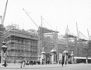 Scaffolding - Repairwork on Buckingham Palace in 1913, under the scaffolding of Patent Rapid.