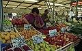 Bundesarchiv B 145 Bild-F088826-0018, Bonn, Marktplatz, Obst- und Gemüsestand.jpg