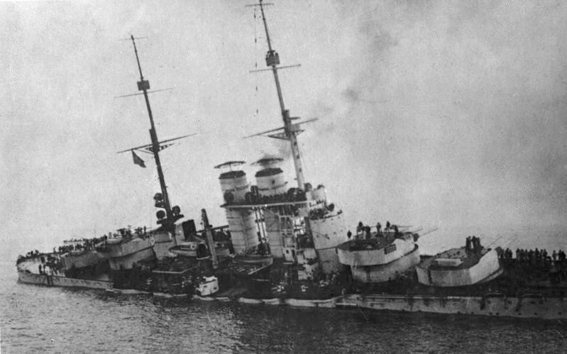 Bundesarchiv Bild 134-C2280, Szent Istv%C3%A1n, Sinkendes Linienschiff