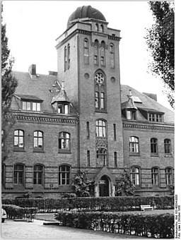 Greifswald, Universität, Bundesarchiv, Bild 183-40054-0005 / CC-BY-SA 3.0 [CC BY-SA 3.0 de (https://creativecommons.org/licenses/by-sa/3.0/de/deed.en)], via Wikimedia Commons