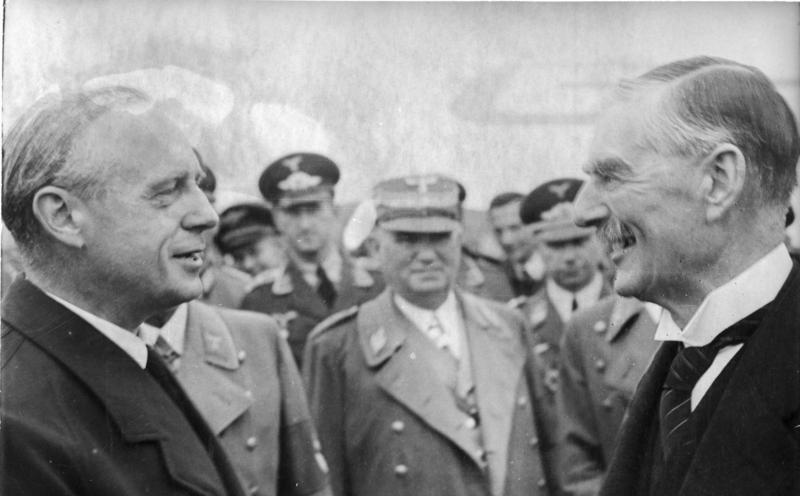 Bundesarchiv Bild 183-J0921-0500-001, Münchener Abkommen, Verabschieung Chamberlain