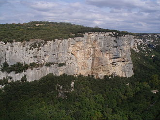 Lynn Hill - Hill fell 85 ft (25 m) while climbing at the cliffs at Buoux, Haute Provence, but was back on the rock only six weeks later.