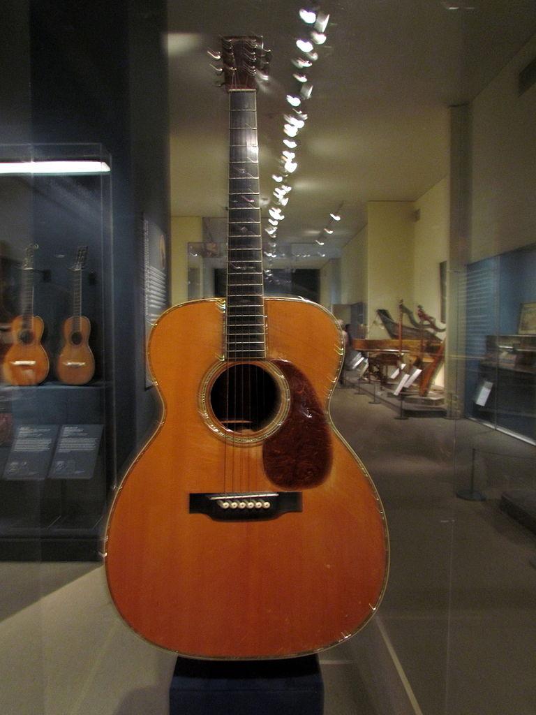 file c f martin 000 42 guitar met museum of art new york wikimedia commons. Black Bedroom Furniture Sets. Home Design Ideas
