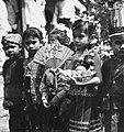 COLLECTIE TROPENMUSEUM Kinderen dragen verschillende traditionele klederdrachten om de eenheid van Indonesië te symboliseren TMnr 20000147.jpg