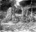 COLLECTIE TROPENMUSEUM Pyramidevormige schedeltombes in Holi Nias TMnr 10000965.jpg