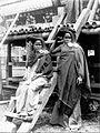 COLLECTIE TROPENMUSEUM Twee Karo Batak vrouwen met oorsieraden TMnr 60004178.jpg