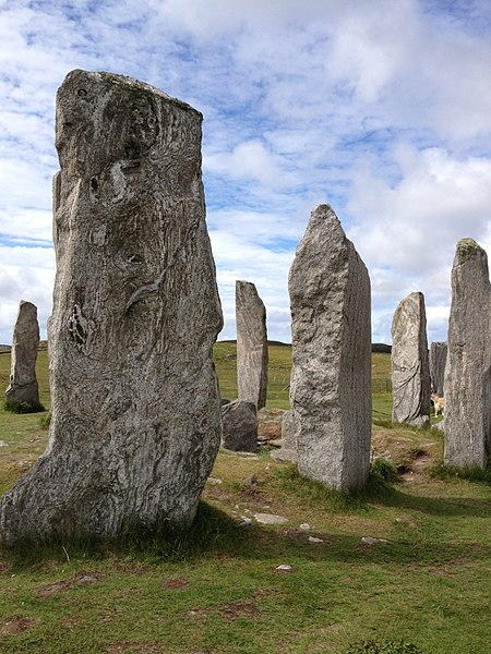 File:Callanish Stones 3.jpg