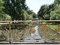 Canal dans le parc du palais Vimanmek.JPG