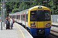 Canonbury railway station MMB 01 378214.jpg
