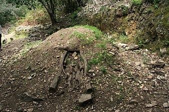 Carbonera en en Las Batuecas (14 de abril de 2017, Parque Natural de las Batuecas y Sierra de Francia).jpg