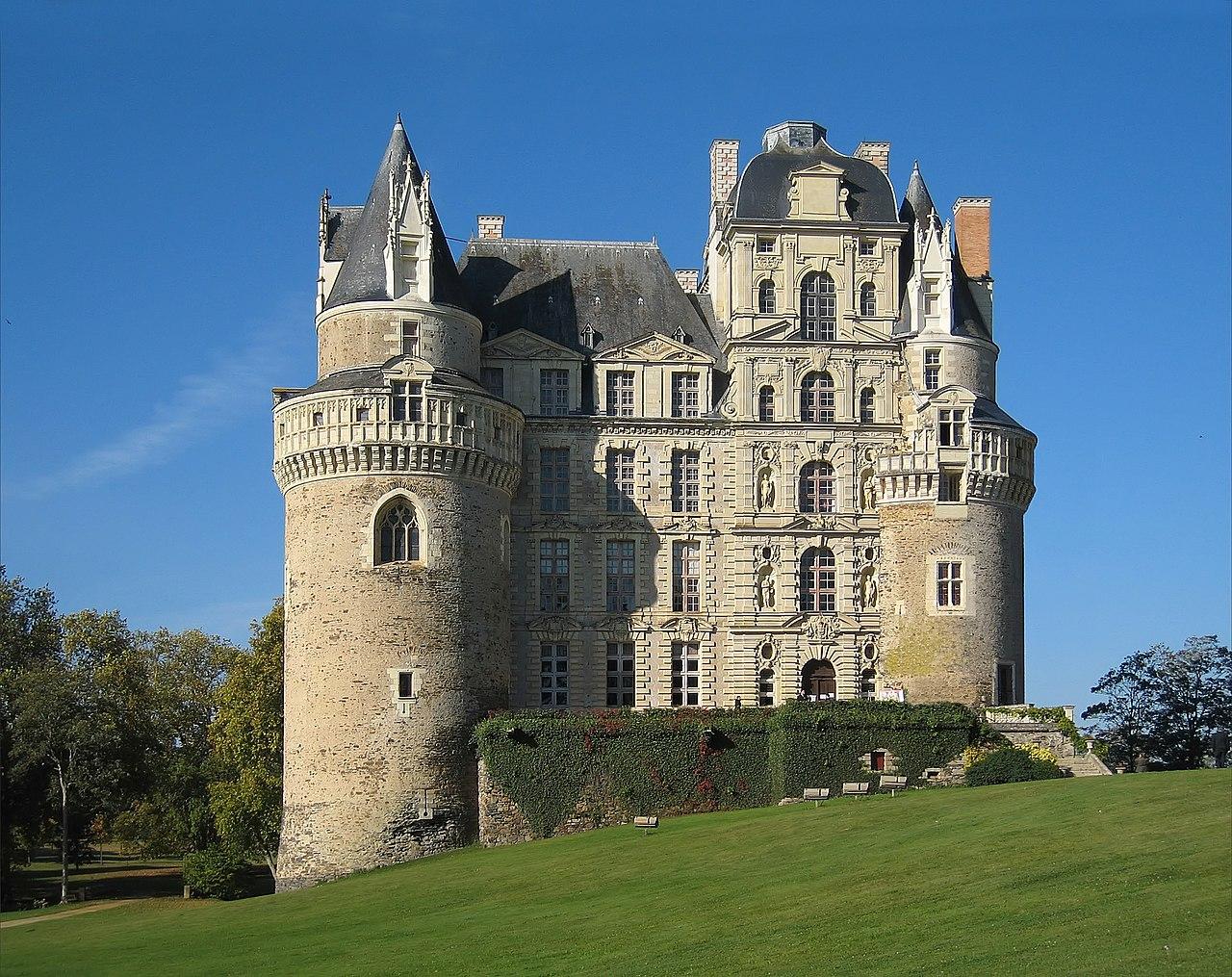 Castle Brissac 2007 02.jpg