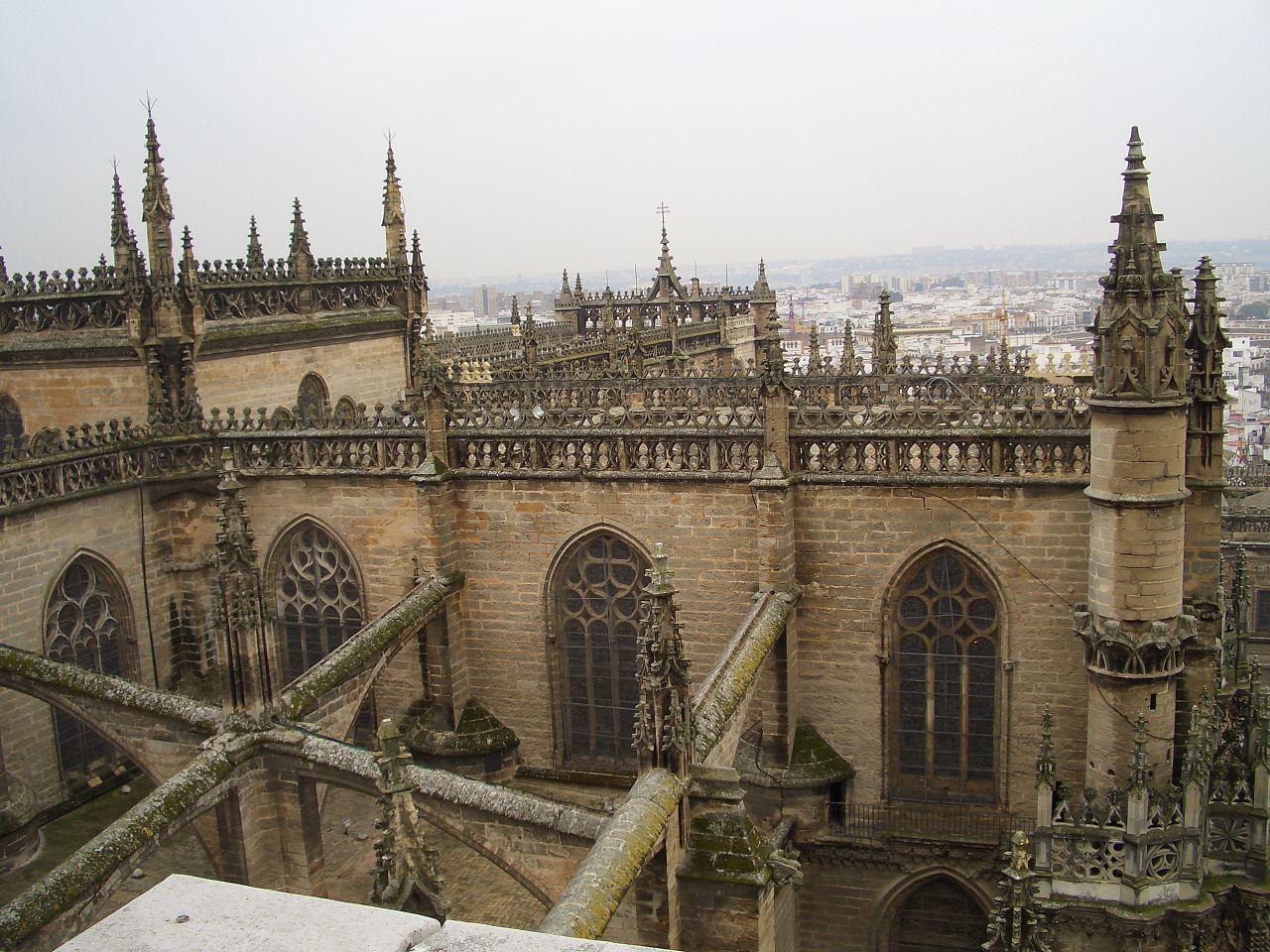 File catedral de sevilla espana1216 jpg wikimedia commons for Exterior catedral de sevilla