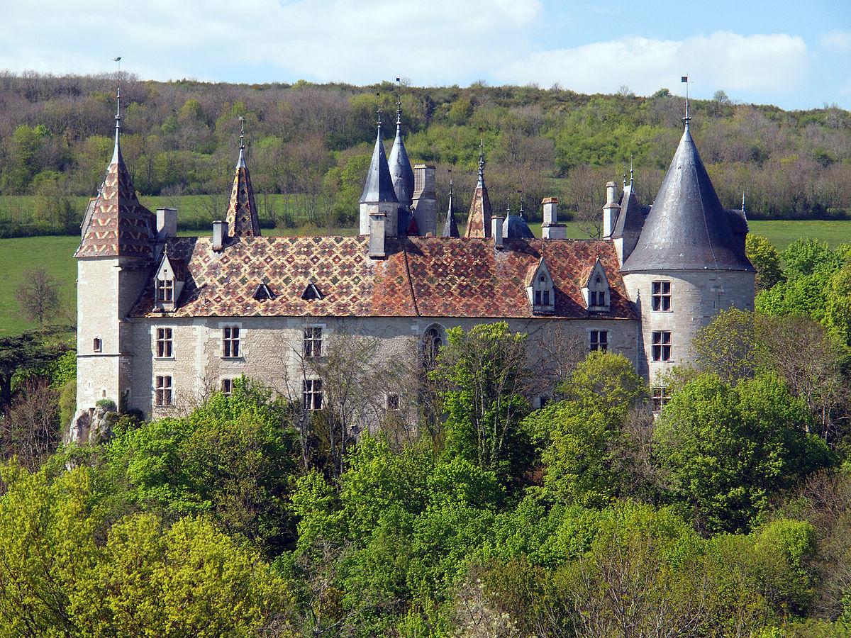 Картинки по запросу замок 15 століття Шато-де-Ла-Рошпо в Бургундії