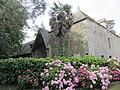 Château de Tocqueville - Communs et hortensias.JPG