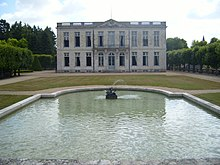 Chateau de Bouges House and Basin.jpg