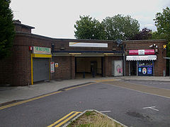 Chessington South stn building.jpg