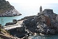 Chiesa di San Pietro. A sinistra, l'isola Palmaria - panoramio.jpg