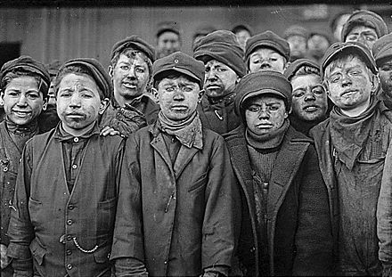 Child labour in a coal mine, United States, c. 1912 Childlabourcoal.jpg