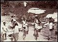 Collectie Nationaal Museum van Wereldculturen TM-60062258 Vrouwen doen de was in een rivier Jamaica A. Duperly & Sons (Fotostudio).jpg