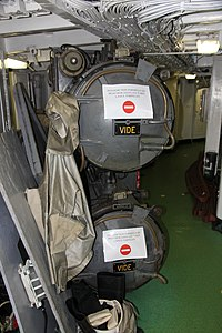 Commandant Blaison torpedos 2.JPG