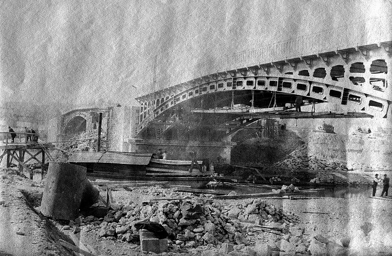 File:Construction du pont Saint-Michel, Toulouse, mars 1888 (8551459156).jpg