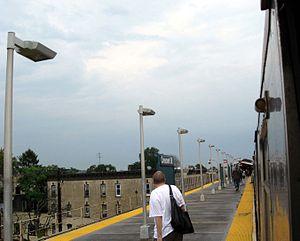 Crescent Street (BMT Jamaica Line) - Image: Crescent J BMT jeh