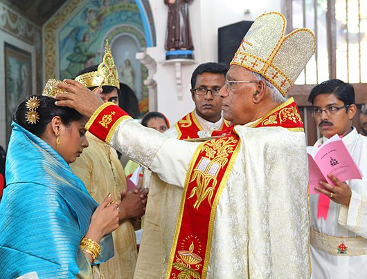 Crowning Ceremony during a Syro-Malabar wedding Crowning in Syro-Malabar Nasrani Wedding by Mar Gregory Karotemprel.jpg