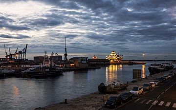 Dawn on the harbour of Sète cf01.jpg