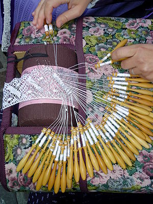 Torchon lace -  fabrication of traditional torchon