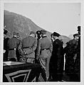 Die U-Bootkommandanten nehmen Glückwünsche von allen Seiten entgegen (7129735033).jpg