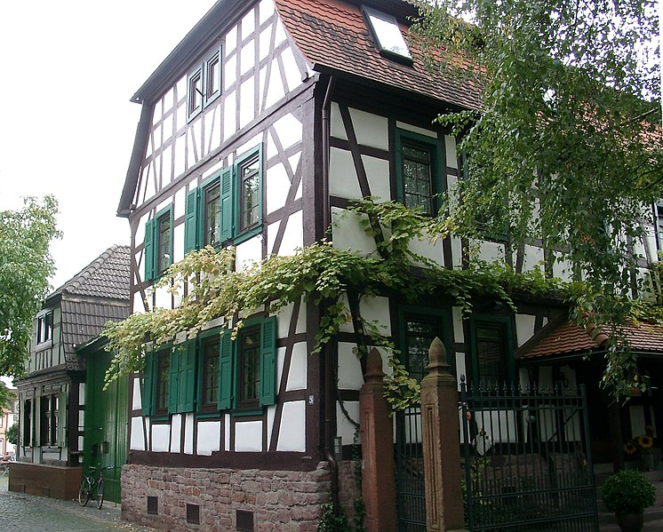File:Dietzenbach Fachwerkhaus 20070912.jpg