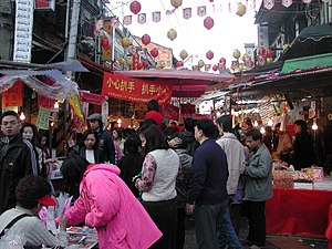 Dihua Street market, Chinese New Year 2007.jpg
